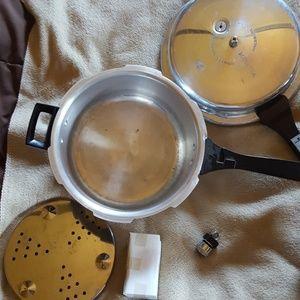 """""""Grandma """" pressure cooker.  Nwot,  6 quart"""